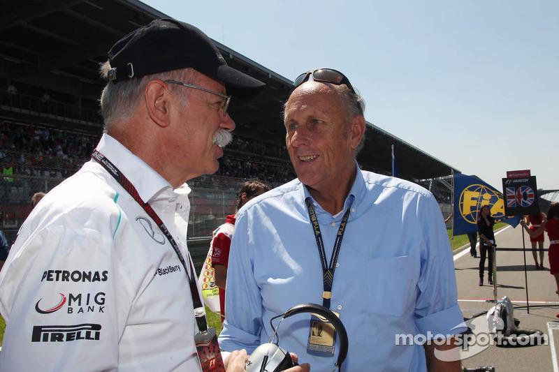 (L naar R): Dr. Dieter Zetsche, Daimler AG CEO met Hans-Joachim Stuck, op de grid