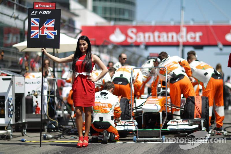 Grid girl for Paul di Resta, Sahara Force India VJM06