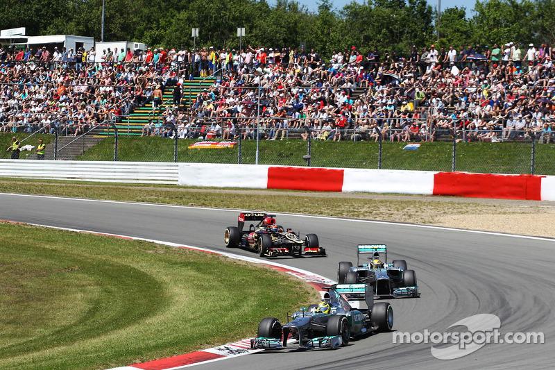 Nico Rosberg, Mercedes AMG F1 W04 leads Lewis Hamilton, Mercedes AMG F1 W04 and Kimi Raikkonen, Lotus F1 E21