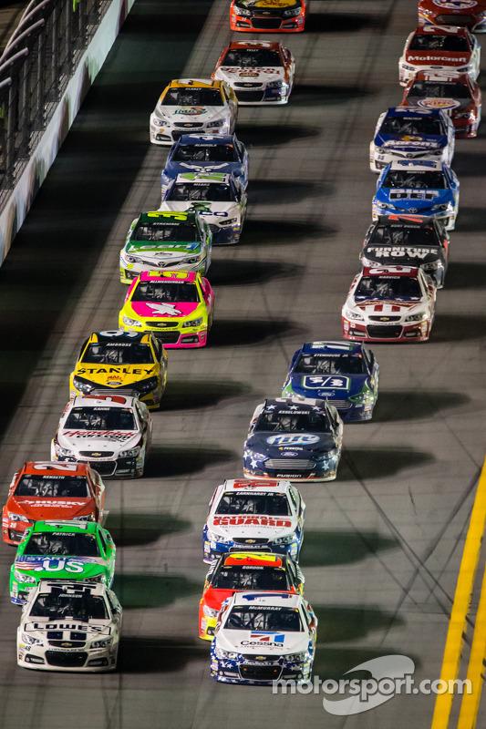 Relargada: Jimmie Johnson, Hendrick Motorsports Chevrolet e Jamie McMurray, Earnhardt Ganassi Racing