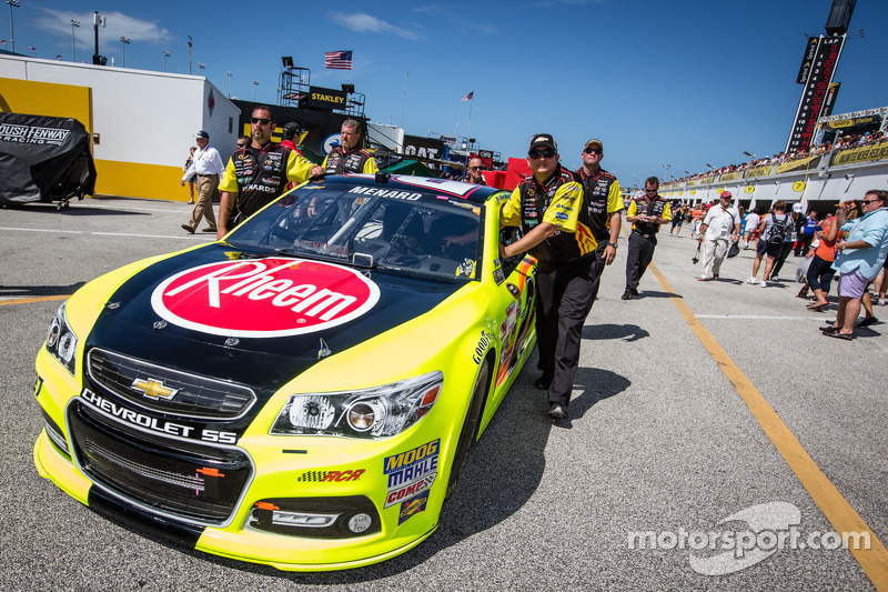 De auto van Paul Menard, Richard Childress Racing Chevrolet bij de technische keuring