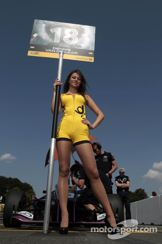 Grid girl do Dennis van der Laar