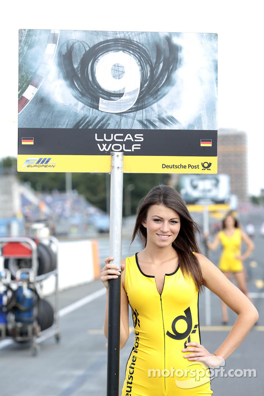 Grid girl do Lucas Wolf