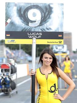Grid girl van Lucas Wolf