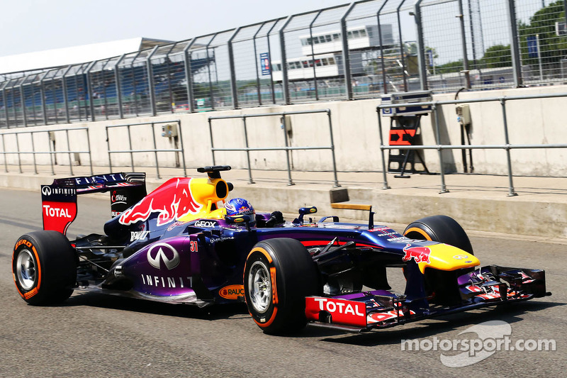 Daniel Ricciardo, Red Bull Racing RB9 Test Driver verlaat de pits