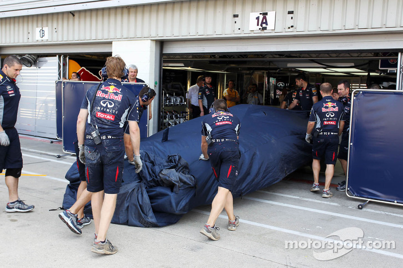 The Red Bull Racing RB9 of Daniel Ricciardo, Red Bull Racing Test Driver is recovered back to the pi