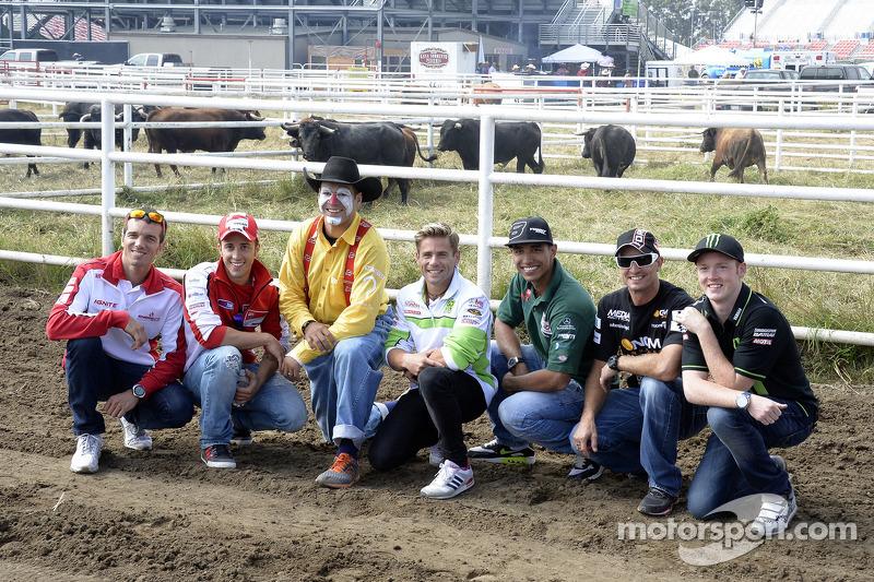 Andrea Dovizioso, Ducati Team en Alvaro Bautista, Go & Fun Honda Gresini bezoeken een rodeo