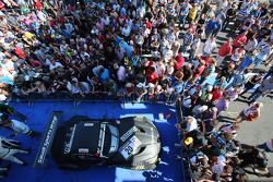 segundo colocado overall Abdulaziz Al Faisal, Max Sandritter, Dominik Baumann, Pixum Team Schubert, BMW Z4 GT3, Parc Ferme