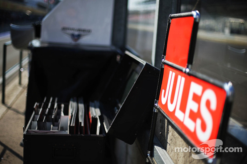 Pit stop board for Jules Bianchi, Marussia F1 Team