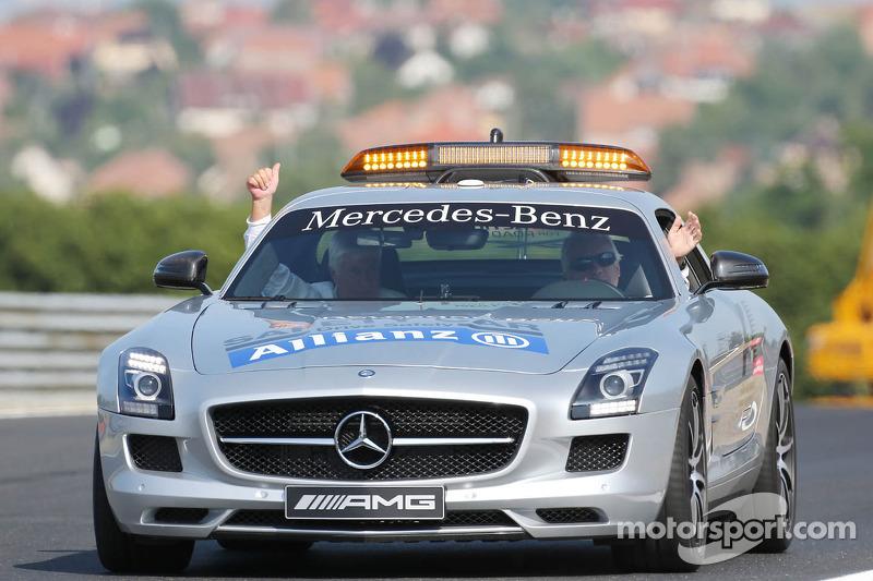 (L naar R): Herbie Blash, FIA Delegate en Charlie Whiting, FIA Delegate in de FIA Safety Car