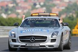 (Da esquerda para direita): Herbie Blash, delegado da FIA, e Charlie Whiting, diretor da FIA no Safety Car
