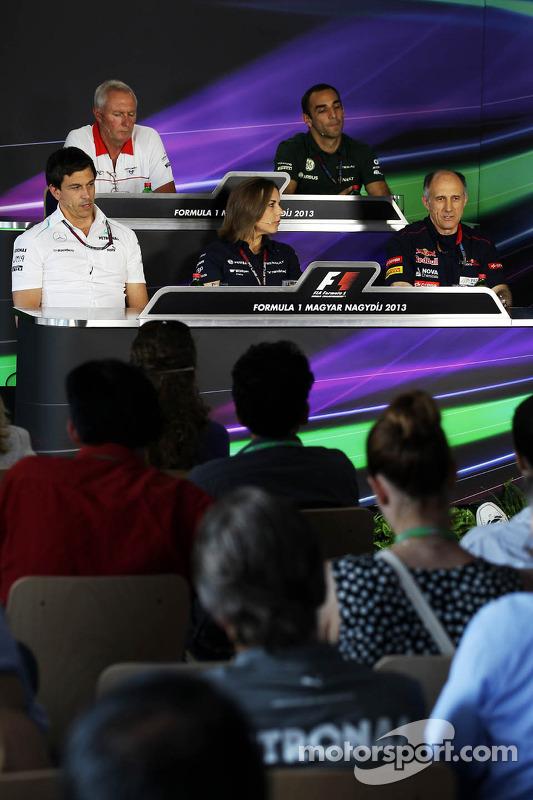 Coletiva da FIA: John Booth, chefe da equipe Marussia; Cyril Abiteboul, chefe da equipe Caterham; To