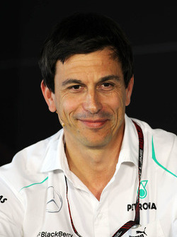 Toto Wolff, acionista e diretor da equipe Mercedes na coletiva da FIA