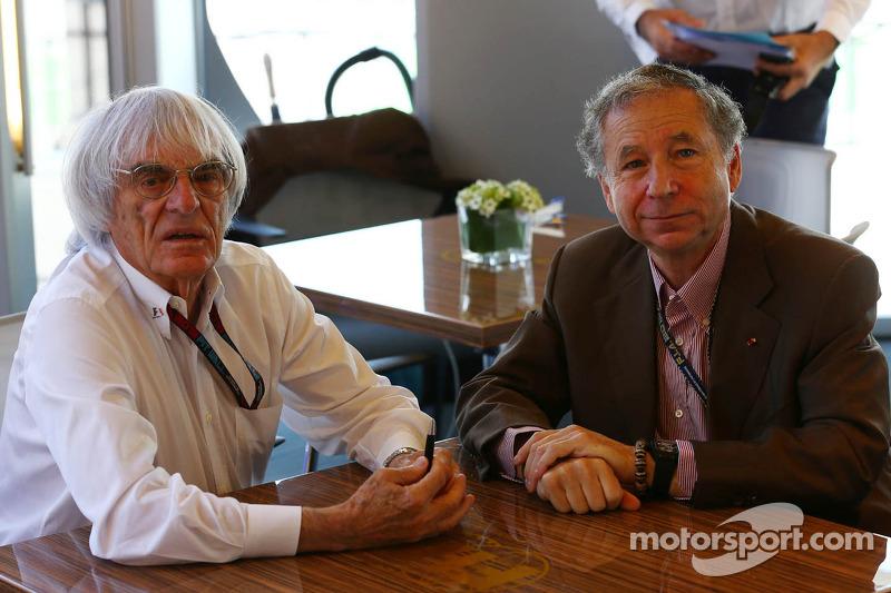 (L naar R): Bernie Ecclestone, CEO Formula One Group en Jean Todt, FIA President ondertekenen een voorstel voor het nieuwe Concorde Agreement