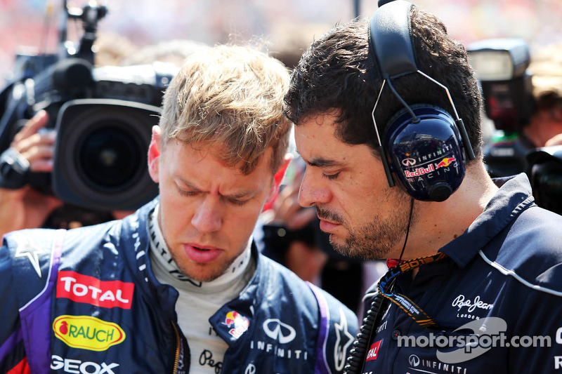 Sebastian Vettel, Red Bull Racing RB9 with Guillaume Rocquelin, Red Bull Racing Race Engineer on the grid