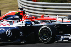 Valtteri Bottas, Williams FW35 e Jules Bianchi, Marussia F1 Team MR02 disputam por posição