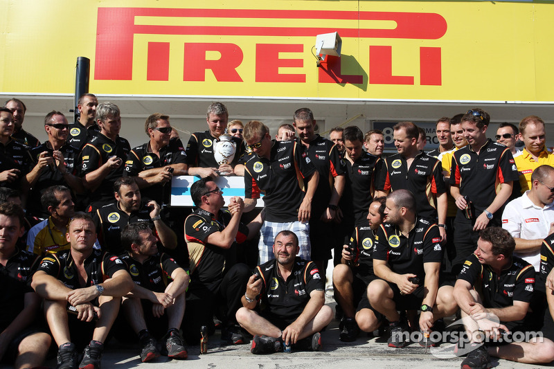 Kimi Raikkonen, Lotus F1 Team celebrates his second position with the team