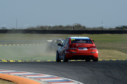 Tom Chilton, Chevrolet Cruze 1.6 T, RML e Franz Engstler, BMW E90 320 TC, Liqui Moly Team off track