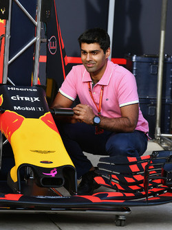 Karun Chandhok, Channel 4 F1 et le museau de la Red Bull Racing RB13