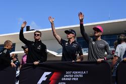 Nico Hulkenberg, Renault Sport F1 Team, Max Verstappen, Red Bull Racing and Stoffel Vandoorne, McLaren on the drivers parade