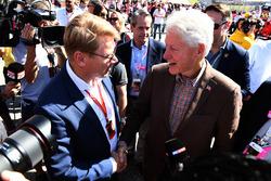 Mika Hakkinen, et l'ancien président américain Bill Clinton