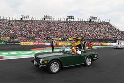Carlos Sainz Jr., Renault Sport F1 Team on the drivers parade