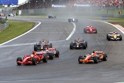 Felipe Massa, Ferrari F2007 y Markus Winkelhock, Spyker F8 V11