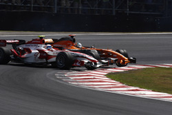 Accrochage entre Adrian Sutil, Spyker F8-VII, et Anthony Davidson, Super Aguri SA07
