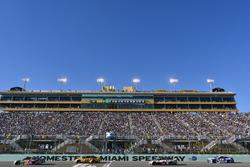 Kyle Busch, Joe Gibbs Racing Toyota, Matt Kenseth, Joe Gibbs Racing Toyota, Kevin Harvick, Stewart-Haas Racing Ford