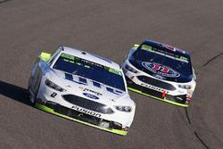 Brad Keselowski, Team Penske Ford, Kevin Harvick, Stewart-Haas Racing Ford