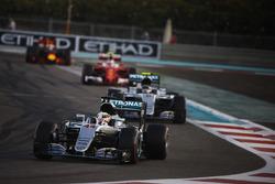 Льюіс Хемілтон, Mercedes F1 W07 Hybrid, Ніко Росберг, Mercedes F1 W07 Hybrid, Кімі Райкконен, Ferrari SF16-H і Даніель Ріккардо Red Bull Racing RB12