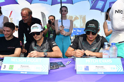 Nelson Piquet Jr., Jaguar Racing, Mitch Evans, Jaguar Racing, sign autographs for fans