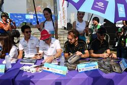 Lucas di Grassi, Audi Sport ABT Schaeffler, Daniel Abt, Audi Sport ABT Schaeffler, Jean-Eric Vergne, Techeetah, Andre Lotterer, Techeetah, sign autographs for fans
