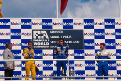 Podio: ganador de la carrera Alain Prost, Williams, segundo lugar Michael Schumacher, Benetton, tercer lugar Mark Blundell, Ligier