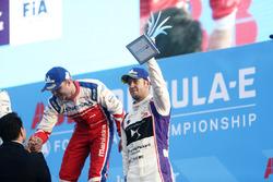 Felix Rosenqvist, Mahindra Racing, Sam Bird, DS Virgin Racing, en el podio