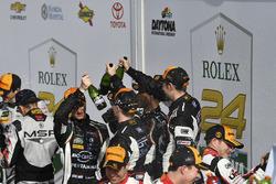 Рольф Инайхен, Мирко Бортолотти, Франк Перера, Рик Брейкерс, GRT Grasser Racing Team, Lamborghini Huracan GT3 (№11)