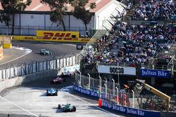 Ник Хайдфельд, Mahindra Racing, Жером д'Амброзио, Dragon Racing, Николя Прост, Renault e.Dams, Лукас ди Грасси, Audi Sport ABT Schaeffler, и Том Бломквист, Andretti Formula E Team