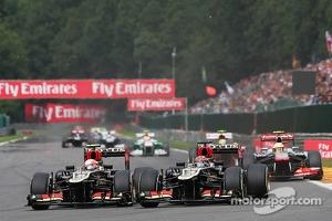 Romain Grosjean, Lotus F1 and Kimi Raikkonen, Lotus F1, battle for position
