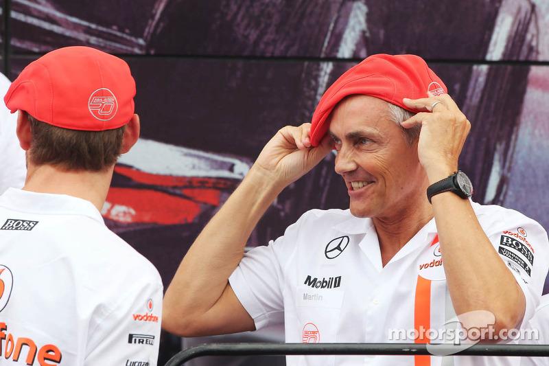 (L naar R): Jenson Button, McLaren en Martin Whitmarsh, McLaren Chief Executive Officer vieren het 50-jarig jubileum van McLaren als constructeur