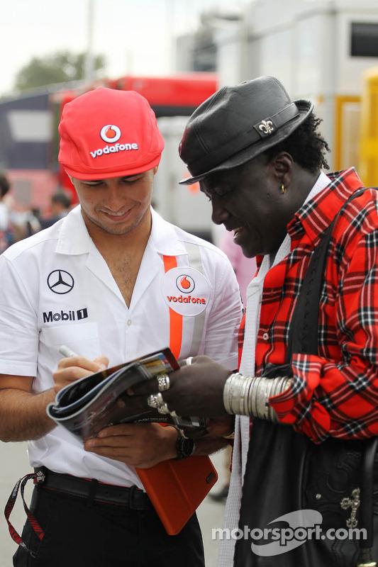 Sergio Perez, McLaren com Mr Moko