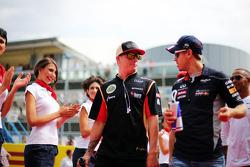 (Da esquerda para direita): Kimi Raikkonen, Lotus F1 Team, e Sebastian Vettel, Red Bull Racing, no desfile dos pilotos