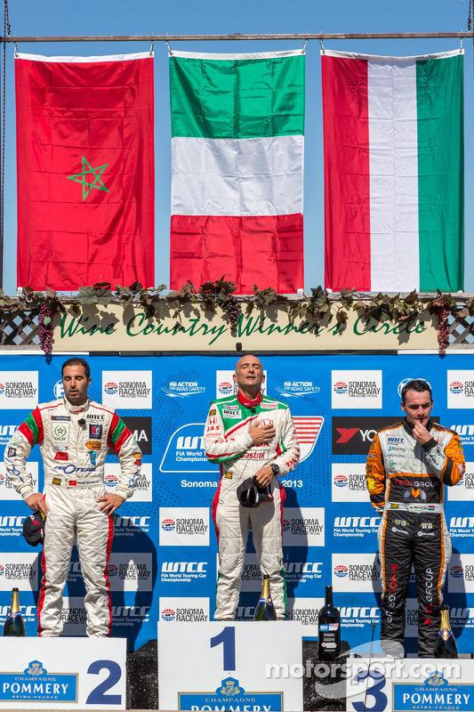 corrida 2 pódio: primeiro lugar Gabriele Tarquini, segundo lugar Mehdi Bennani, terceiro lugar Norbert Michelisz