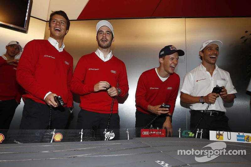 Adrien Tambay, Miguel Molina, Mattias Ekström en Filipe Albuquerque bij de Audi slotcar race