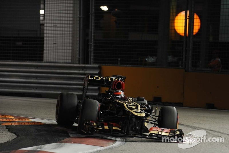 Kimi Raikkonen, Lotus F1 E21 with sparks coming from the front wing end plate