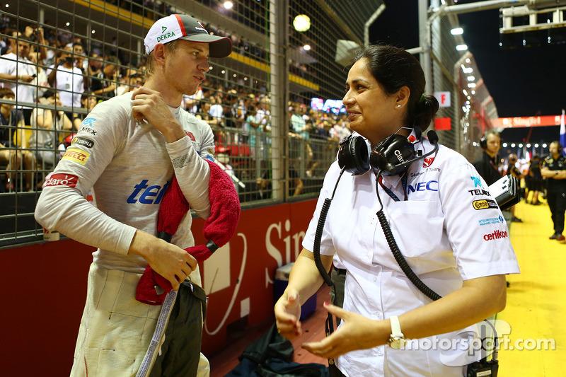 Nico Hulkenberg, Sauber with Monisha Kaltenborn, Sauber Team Principal on the grid