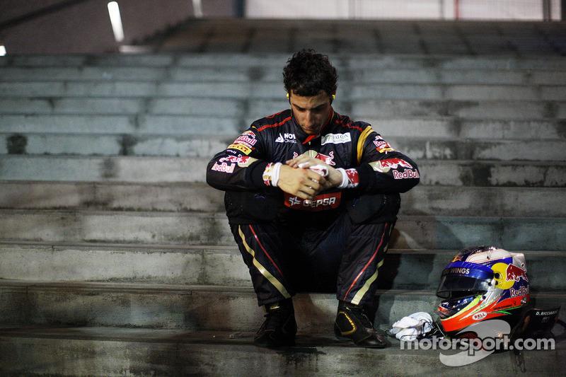 Daniel Ricciardo, Scuderia Toro Rosso retired from the race