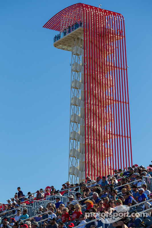 Torre com fãs assistem ALMS no Circuito das Américas