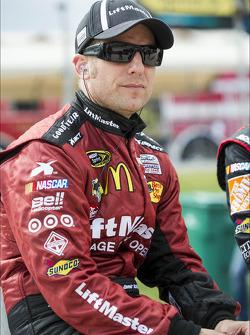 Jamie McMurray, Earnhardt Ganassi Racing Chevrolet in trouble
