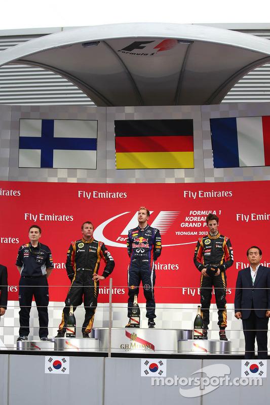 primeiro colocado Sebastian Vettel, Red Bull Racing, segundo colocado Kimi Raikkonen, Lotus F1 Team