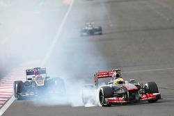 Sergio Perez, McLaren MP4-28 locks up at turn 1